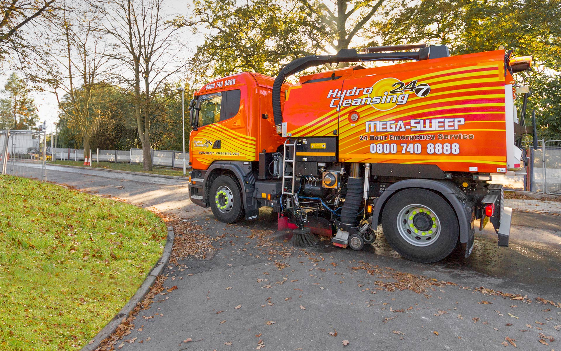 Equipped with high pressure water system to clean road