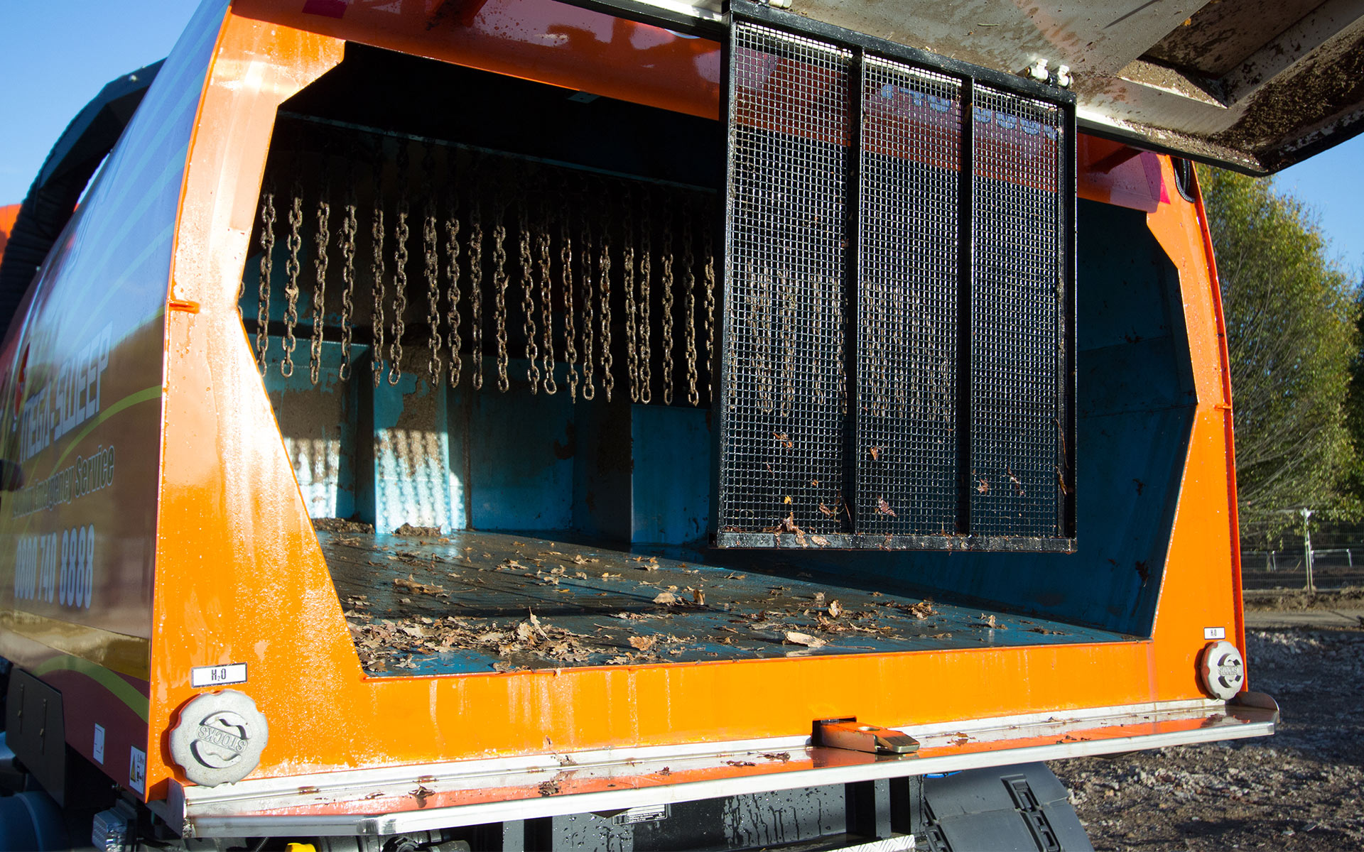 Mega-Sweep hopper capable of compacting and collecting large volumns of waste